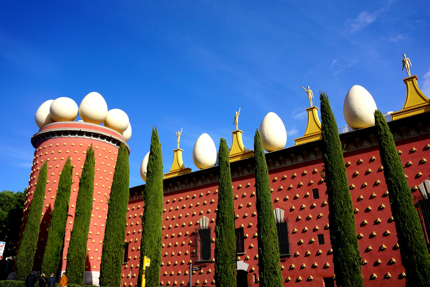 Museo Dali Barcelona.Best Day Trips From Barcelona Marvelling At The Salvador Dali